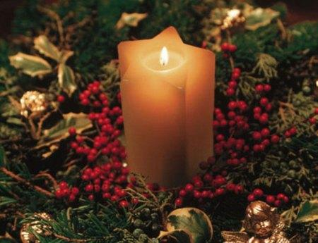 amazing christmas candles and decorations with them 11 20+ Ιδέες Χριστουγεννιάτικης διακόσμησης με κεριά & κηροπήγια