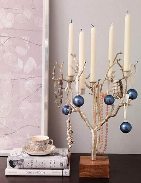 amazing christmas candles and decorations with them 14 20+ Ιδέες Χριστουγεννιάτικης διακόσμησης με κεριά & κηροπήγια