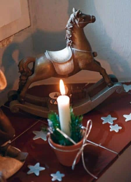 amazing christmas candles and decorations with them 8 20+ Ιδέες Χριστουγεννιάτικης διακόσμησης με κεριά & κηροπήγια