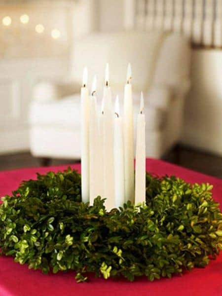 amazing christmas candles and decorations with them 9 20+ Ιδέες Χριστουγεννιάτικης διακόσμησης με κεριά & κηροπήγια