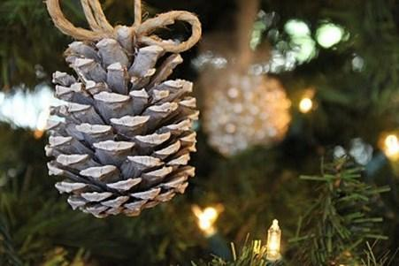 awesome-pinecone-decorations-for-christmas-14