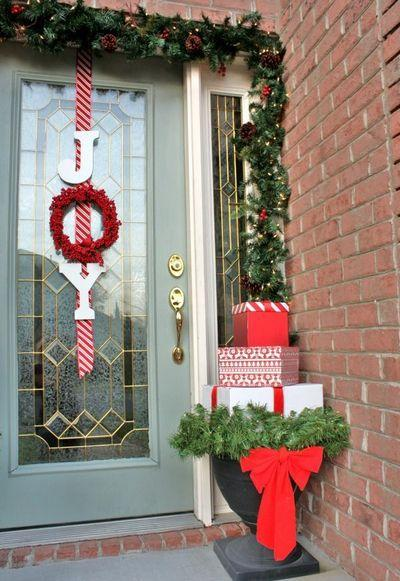 stunning-christmas-front-door-decor-ideas-1