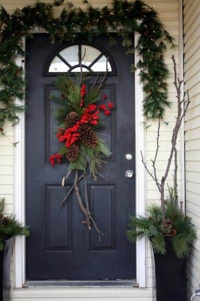 stunning-christmas-front-door-decor-ideas-33