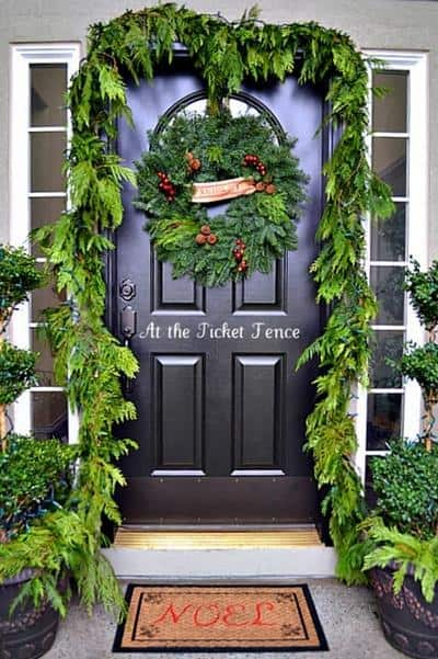 stunning-christmas-front-door-decor-ideas-37