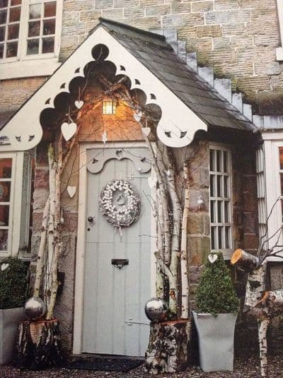 stunning-christmas-front-door-decor-ideas-12