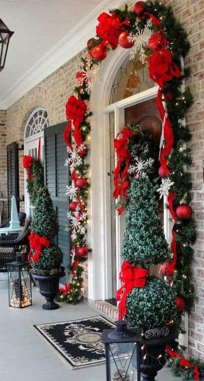 stunning-christmas-front-door-decor-ideas-13