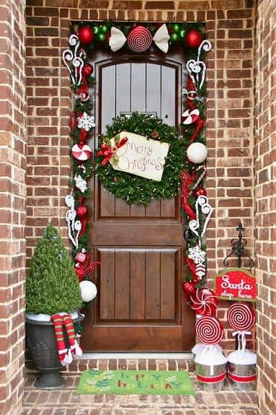 stunning-christmas-front-door-decor-ideas-14