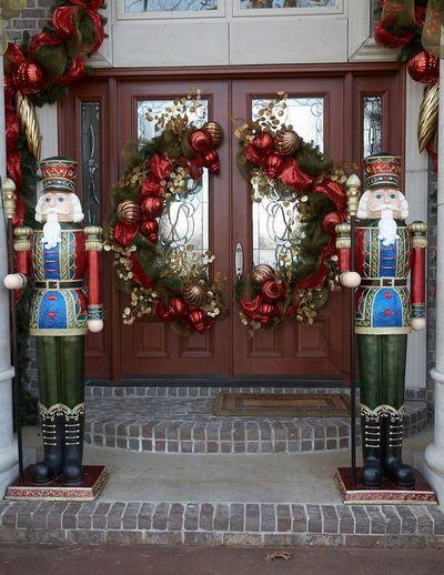 stunning-christmas-front-door-decor-ideas-25