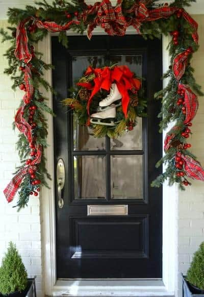 stunning-christmas-front-door-decor-ideas-36