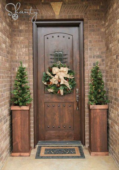 stunning-christmas-front-door-decor-ideas-38