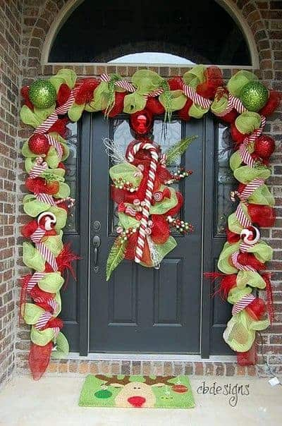 stunning-christmas-front-door-decor-ideas-5