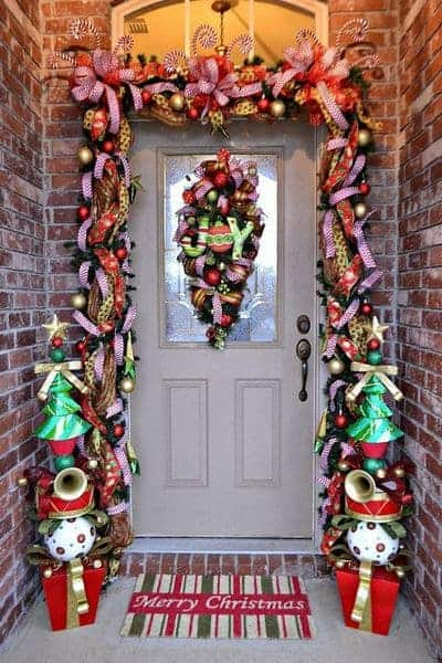 stunning-christmas-front-door-decor-ideas-8